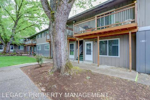 Photo of 7015 Se Lake Rd, Milwaukie, OR 97267