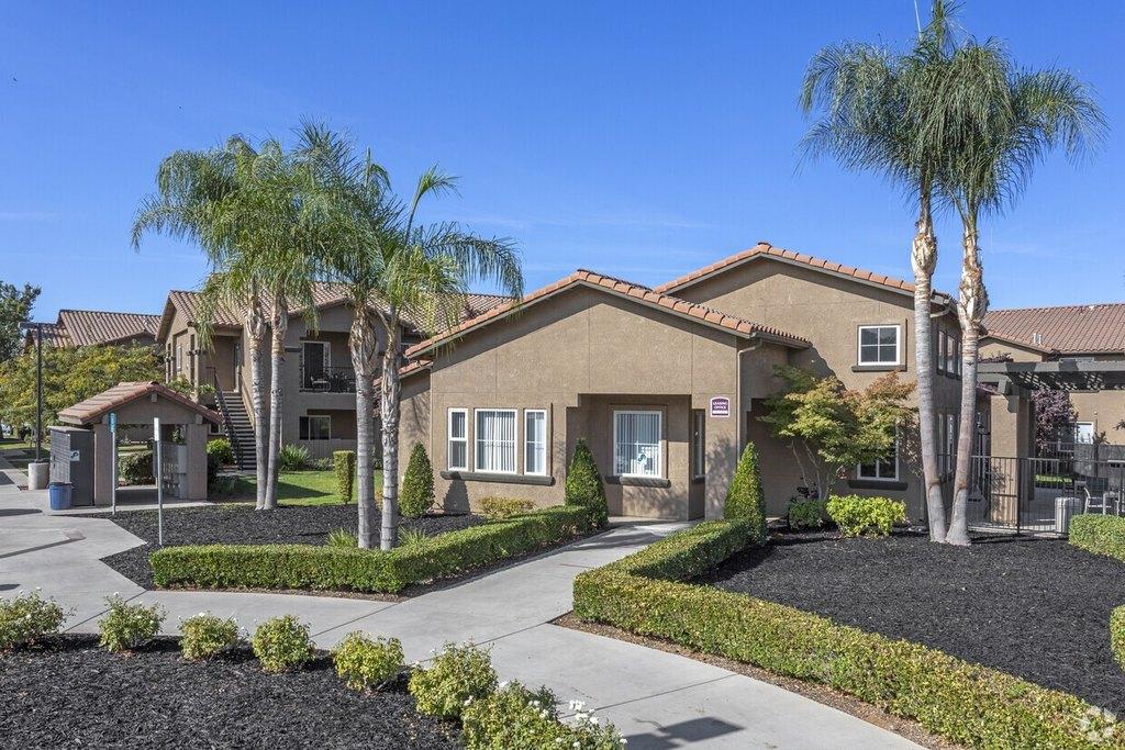 Villa Lucia Apartments 4262 W Figarden Dr Fresno Ca 93722 Realtor Com