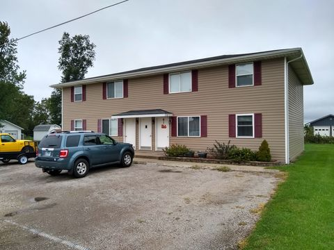 Photo of 1109 Linden St Apt 4, Delavan, IL 61734