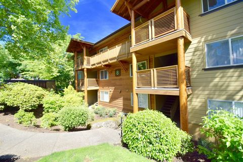 Photo of 12375 Mt Jefferson Ter, Lake Oswego, OR 97035
