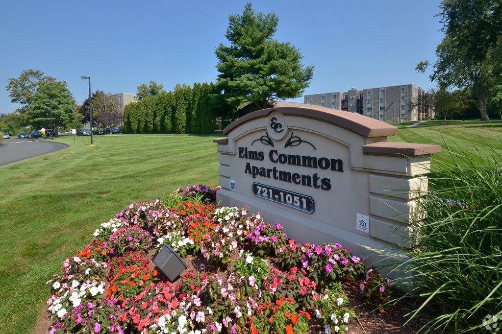 965 Elms Common Dr, Rocky Hill, CT 06067