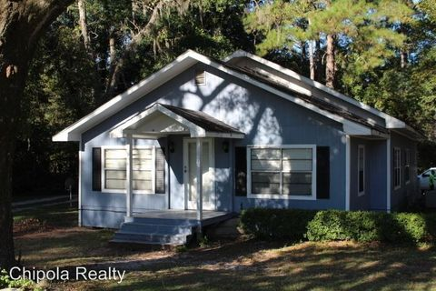 409 Lakepoint Rd, Alford, FL 32420