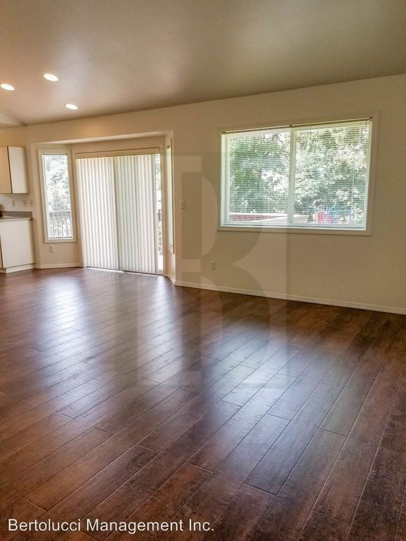 1201 S Water St, Silverton, OR 97381