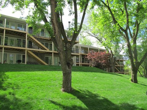 Photo of 1801 Parkwild Dr, Council Bluffs, IA 51503