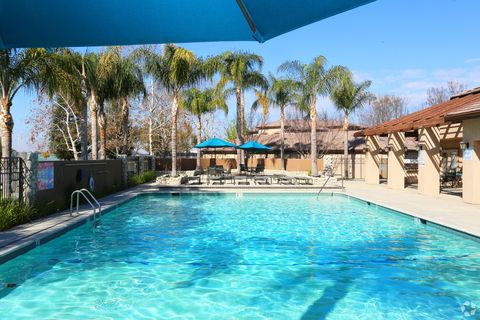 3900 Riverlakes Dr, Bakersfield, CA 93312
