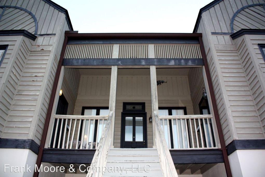 312 1/2 E Hall St, Savannah, GA 31401
