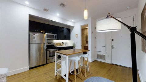 Photo Of 170 Suydam St Apt 3 F Brooklyn Ny 11221 House For Rent