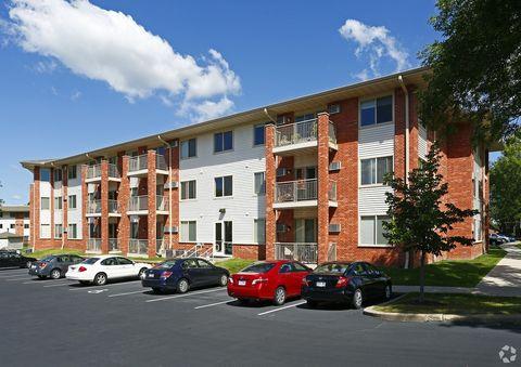Photo of 12312 Parkwood Dr, Burnsville, MN 55337