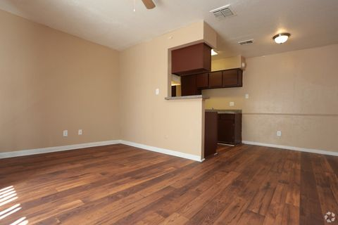 Photo of 5001 Avenue F, Bay City, TX 77414