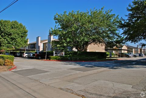 Photo of 2261 W Buckingham Rd, Garland, TX 75042