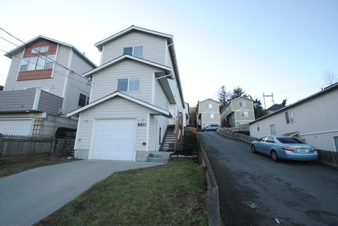 Photo of 8811 2nd Ave S, Seattle, WA 98108