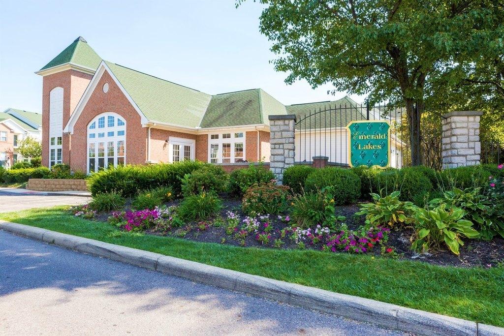 Emerald Lakes Luxury Apartments