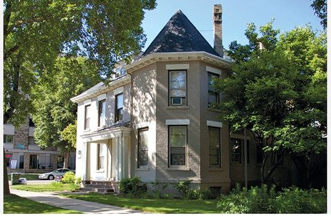 Photo of 423 N Carroll St, Madison, WI 53703