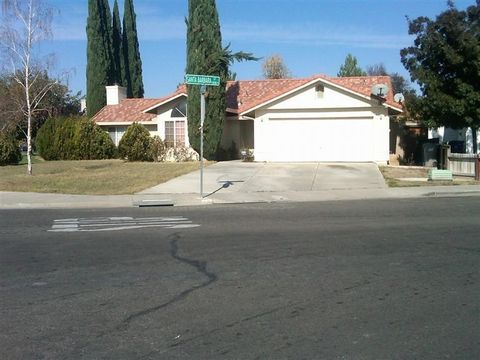 1002 Santa Barbara St, Los Banos, CA 93635
