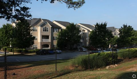 Photo of 100 Walden Brook Dr, Lithonia, GA 30038
