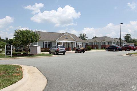 Photo of 2944 Crouse Ln, Burlington, NC 27215