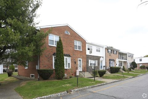 Photo of One The Grn # 1, New Windsor, NY 12553
