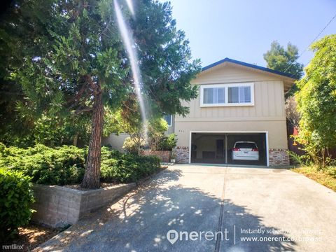 835 Mohican Way, Redwood City, CA 94062
