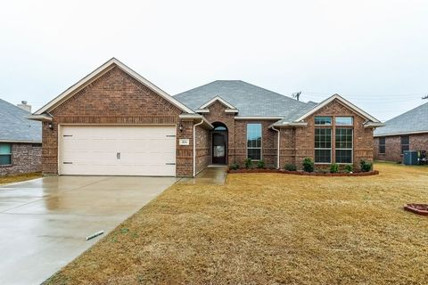 Photo of 416 Lockwood Ln, Weatherford, TX 76087