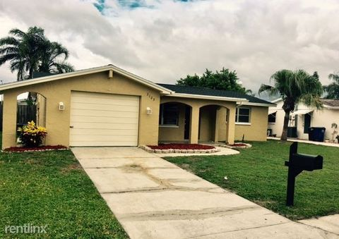 3125 Roxbury Dr, Holiday, FL 34691