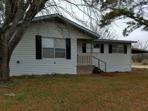 Photo of 1811 B St, Floresville, TX 78114