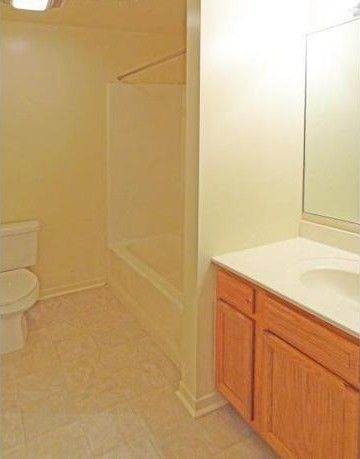Photo Of 1346 W Taylor St Chicago Il 60607 Apartment For Rent