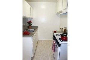Photo The Madrid Apartments 7125 Lennox Ave Los Angeles Ca 91405