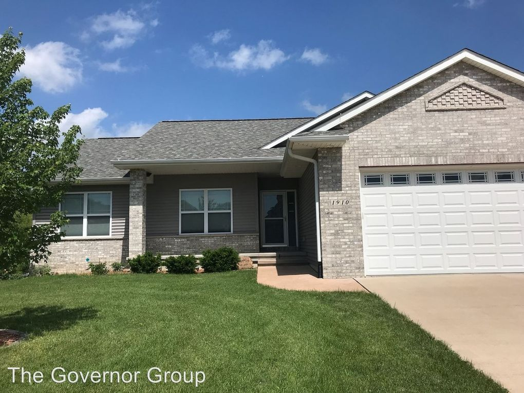 1910 Wood Duck Ct, North Liberty, IA 52317