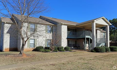 Photo of 710 Lynn Dr Se, Jacksonville, AL 36265