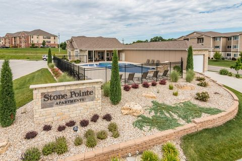 Photo of 525 Stone Pointe Dr, Manhattan, KS 66503