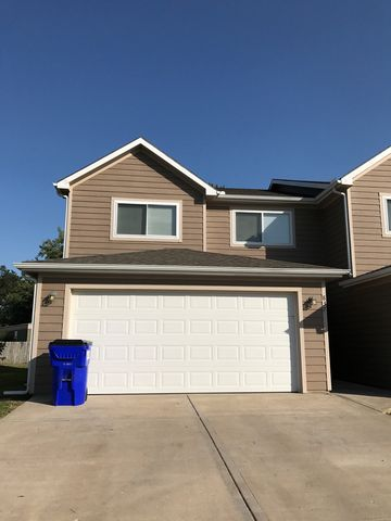 Photo of 837 Whitetail Ct, Junction City, KS 66441