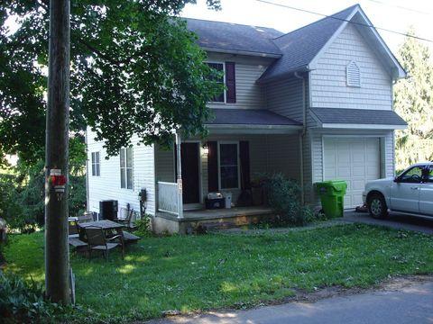 918 Chestnut St, Gap, PA 17527