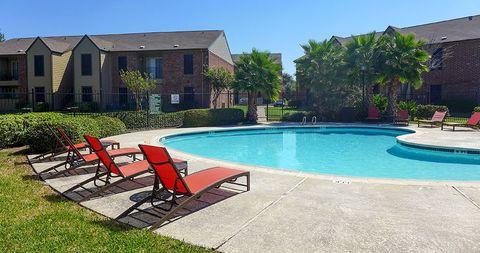 Photo of 3102 69th St, Galveston, TX 77551