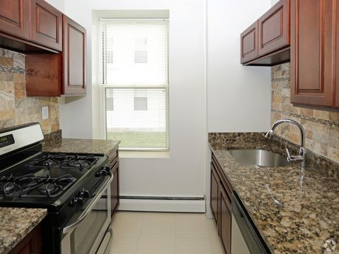 201 Hamilton Ave, Staten Island, NY 10301. Apartment For Rent