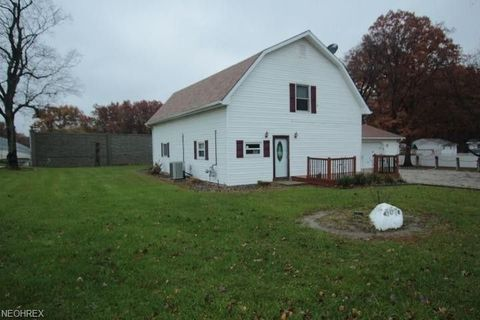 Photo of 667 Ne River Rd, Lake Milton, OH 44429