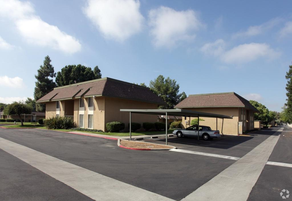 2407 W Alamos Ave, Fresno, CA 93705