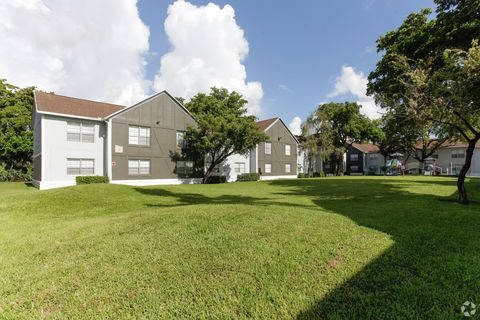 Photo of 7840 Nw 3rd St, Pembroke Pines, FL 33024