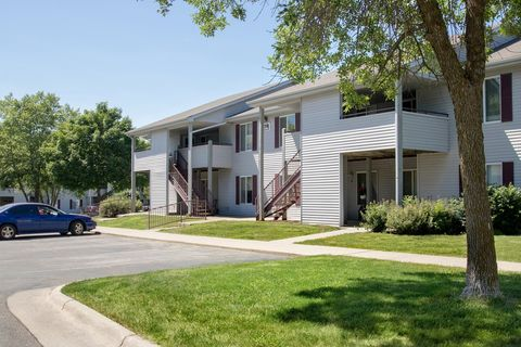 Photo of 821 S 13th Ave E, Newton, IA 50208