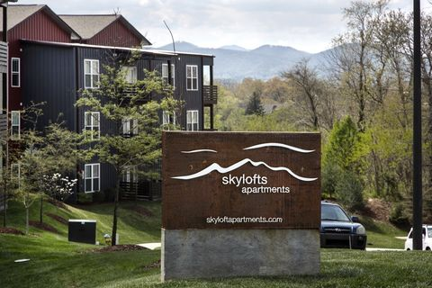 Photo of 500 S Skyloft Dr, Asheville, NC 28801