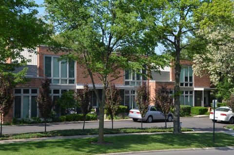Photo of 701 Elm St, Winnetka, IL 60093