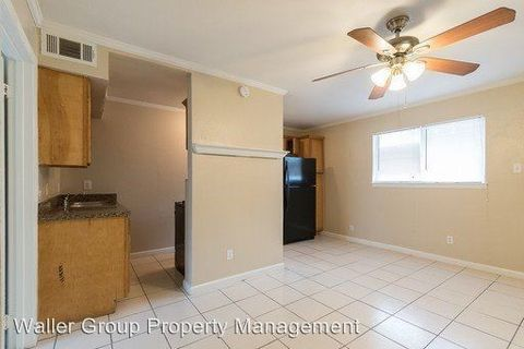 Photo of 1505 W Lovers Ln, Arlington, TX 76013