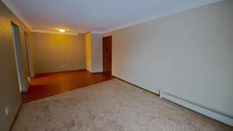 12601 N First Ave Apt 11, Lindstrom, MN 55045