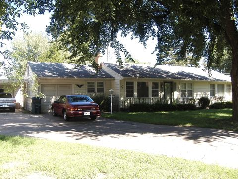 Photo Of 12 E 28th Ave, Hutchinson, KS 67502. House For Rent