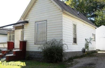1511 N Douglas Ave, Springfield, MO 65803