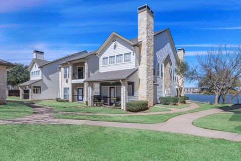 Photo of 1220 Crawford Ct, Granbury, TX 76048