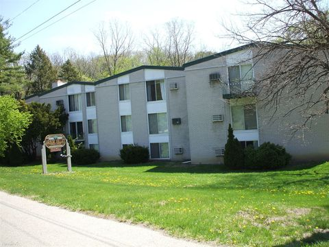Photo of 1550 Plymouth Rd Apt 15, Ann Arbor, MI 48105