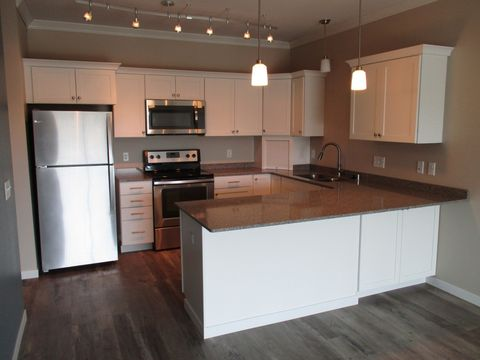 Photo of 3090 Hazelwood St, Maplewood, MN 55109