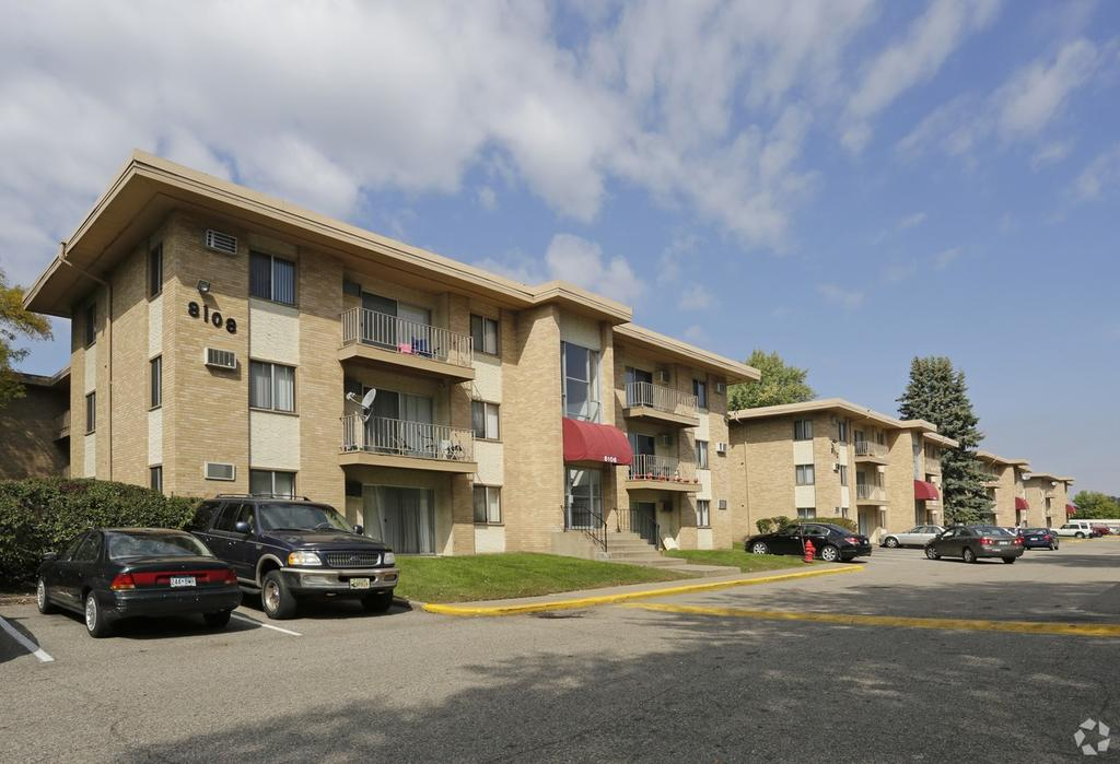 Regent Apartments In Brooklyn Park Mn