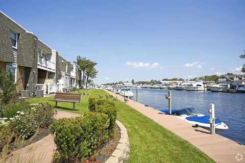 33 Midship Ln, Patchogue, NY 11772