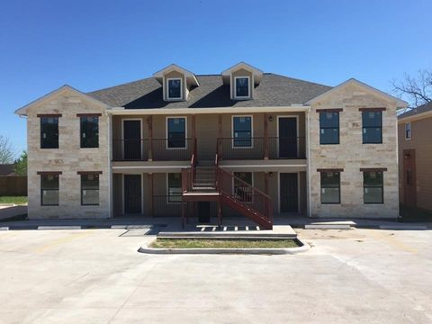Photo of 606 Sabine St Apt 304, Brenham, TX 77833